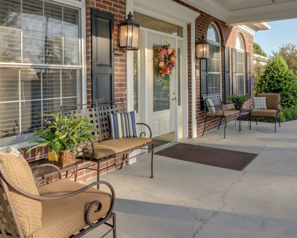 Front porch with covered seating at Springfield Heights in Springfield, Tennessee