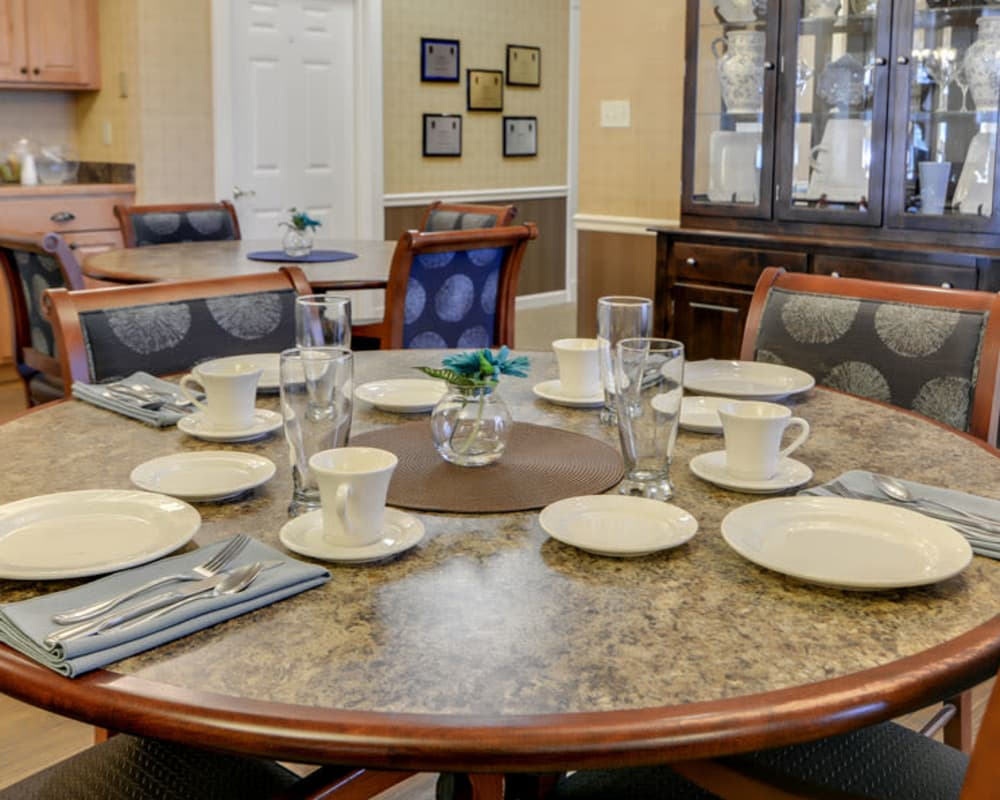 Well decorated dining area table at Springfield Heights in Springfield, Tennessee