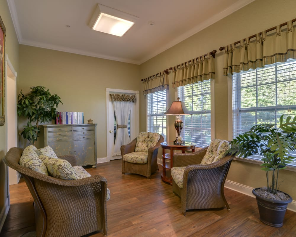 Cozy lounge area at Springfield Heights in Springfield, Tennessee