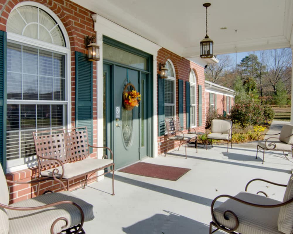 Front porch with seating at Autumn Oaks in Manchester, Tennessee