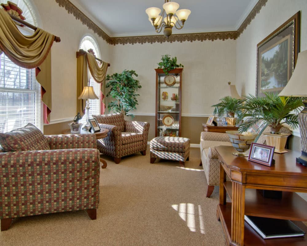 Cozy lounge area at Autumn Oaks in Manchester, Tennessee