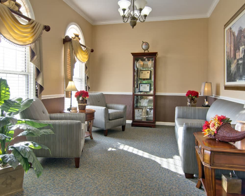Cozy lounge area at Parkway Cove in Covington, Tennessee