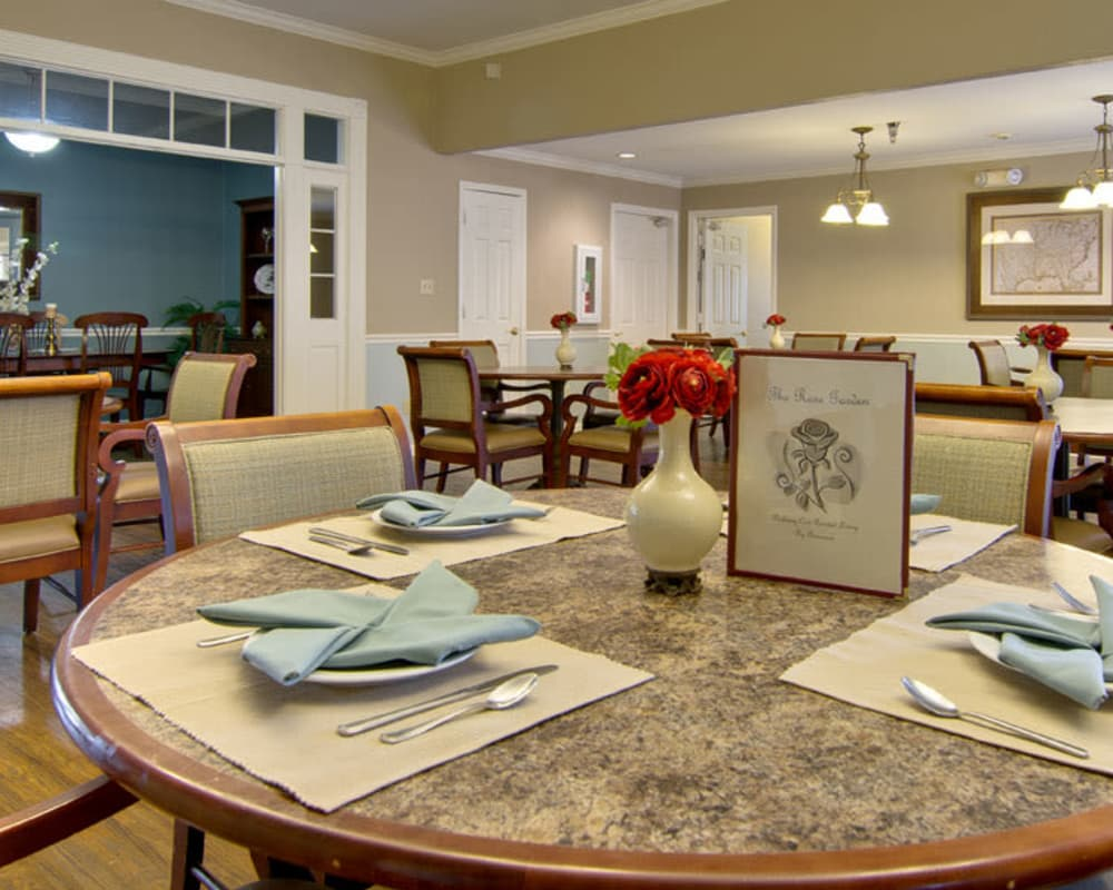 Well decorated dining area table at Parkway Cove in Covington, Tennessee