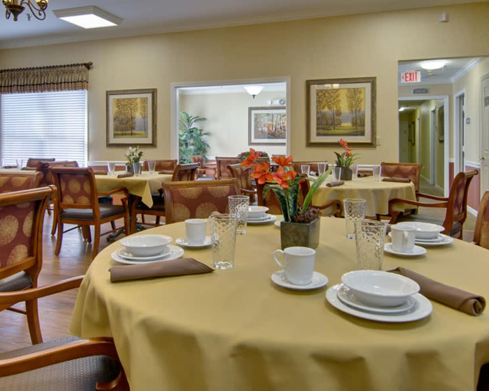 Well decorated dining area table at Greenbrier Meadows in Martin, Tennessee