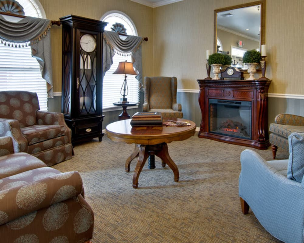 Cozy lounge area at Alexandria Place in Jackson, Tennessee