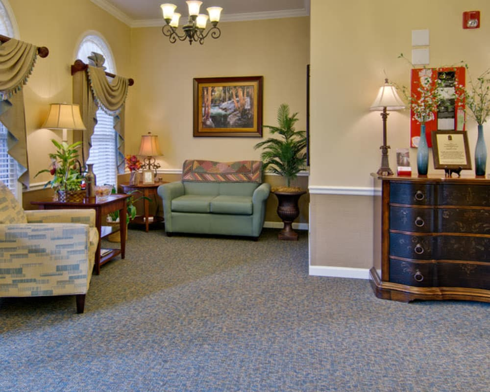 Cozy lounge area at Southern Oaks in Henderson, Tennessee