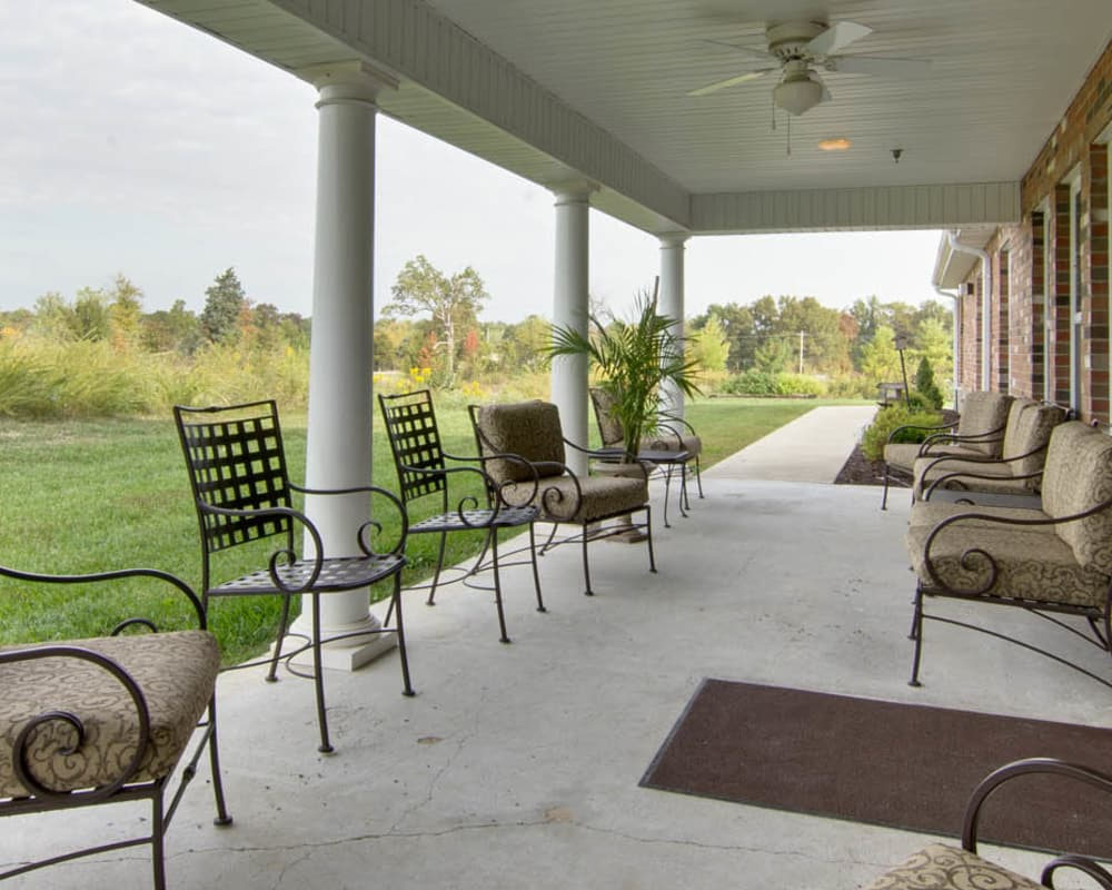 Covered porch with seating at Dunsford Court in Sullivan, Missouri