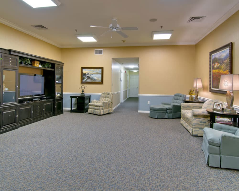 Cozy entertainment area at Dunsford Court in Sullivan, Missouri