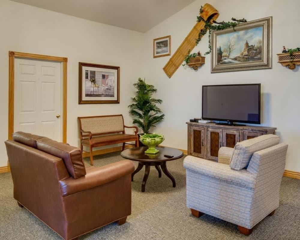 Entertainment area with cozy seating at Victorian Place of Sullivan in Sullivan, Missouri
