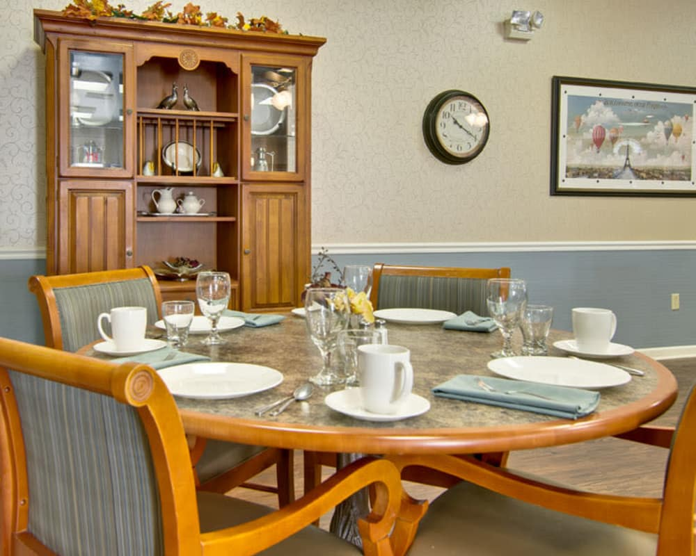 Well decorated dining area table at SpringHill in Neosho, Missouri