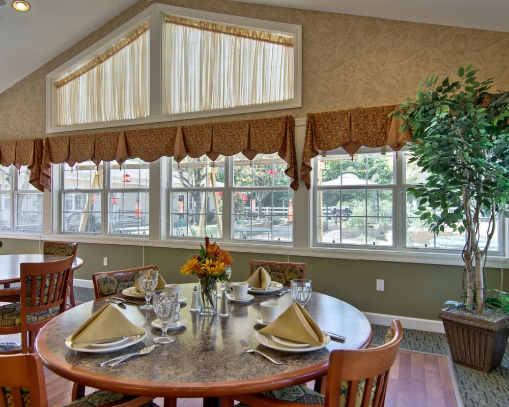 Well decorated dining area table at Ashland Villa in Ashland, Missouri