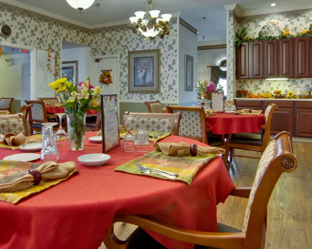 Well decorated dining area table at Willow Brooke in Union, Missouri