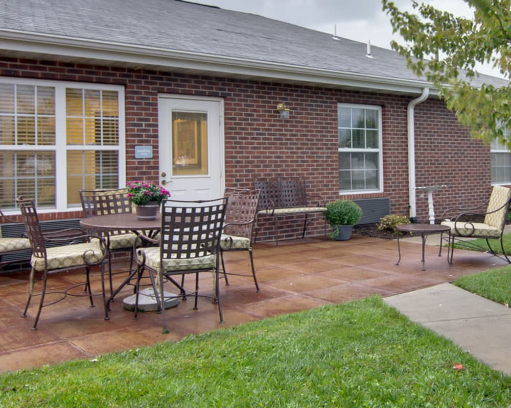 Outdoor patio with seating at Maple Tree Terrace in Carthage, Missouri