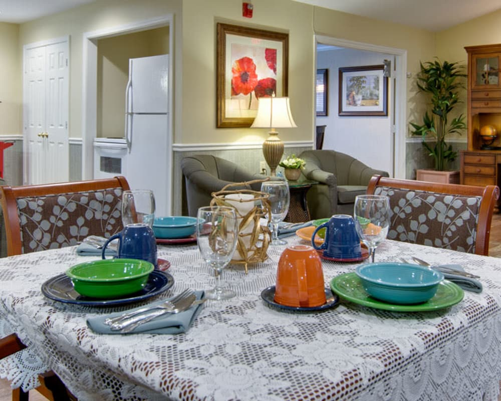 Well decorated dining area table at Maple Tree Terrace in Carthage, Missouri