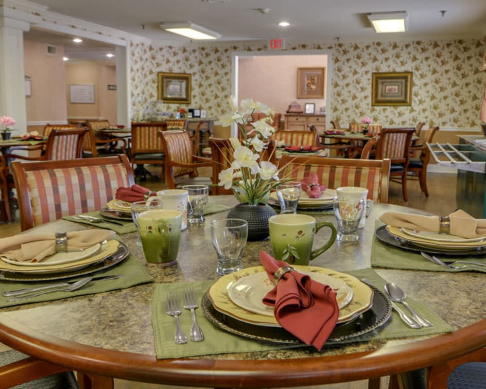 Well decorated dining area table at Harmony Gardens in Warrensburg, Missouri