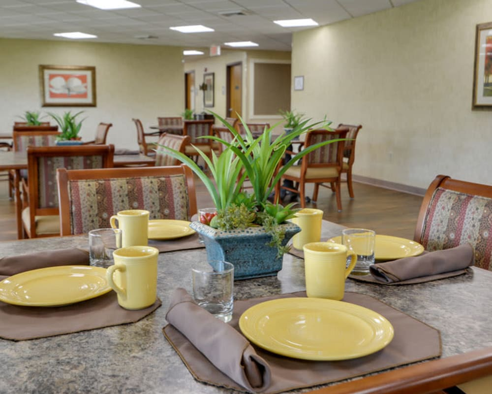 Well decorated dining area table at SummitView Terrace in Kansas City, Missouri