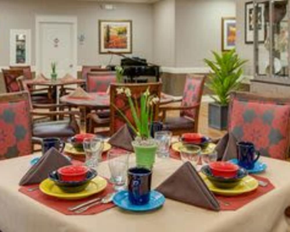 Well decorated dining area table at The Arbors at Parkside in Rolla, Missouri