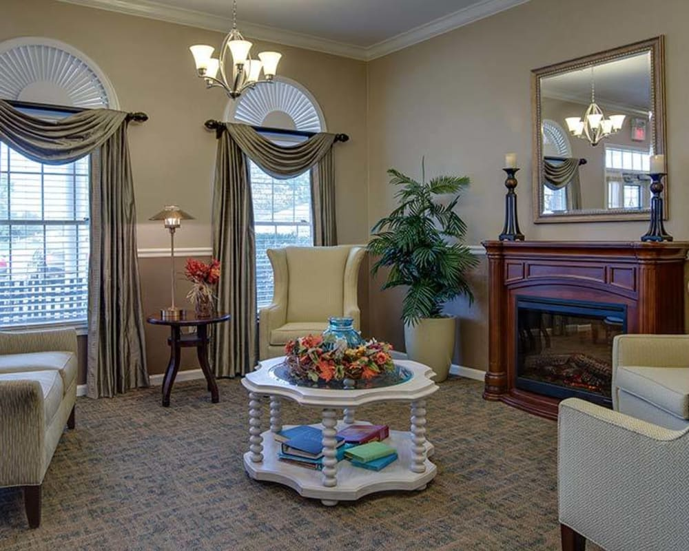 Cozy lounge area at The Arbors at Glendale Gardens in Clinton, Missouri