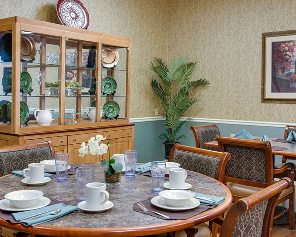 Well decorated dining area table at Lakewood Senior Living in Springfield, Missouri