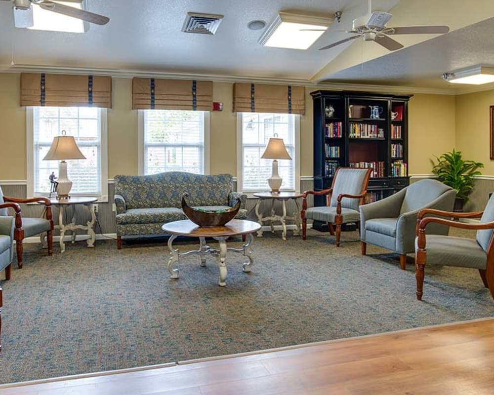 Cozy lounge area at Lakewood Senior Living in Springfield, Missouri
