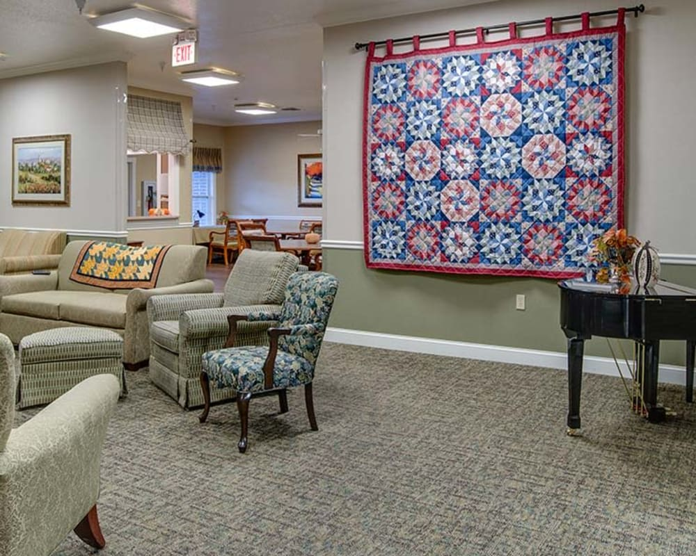 Cozy lounge area at Foxberry Terrace in Webb City, Missouri