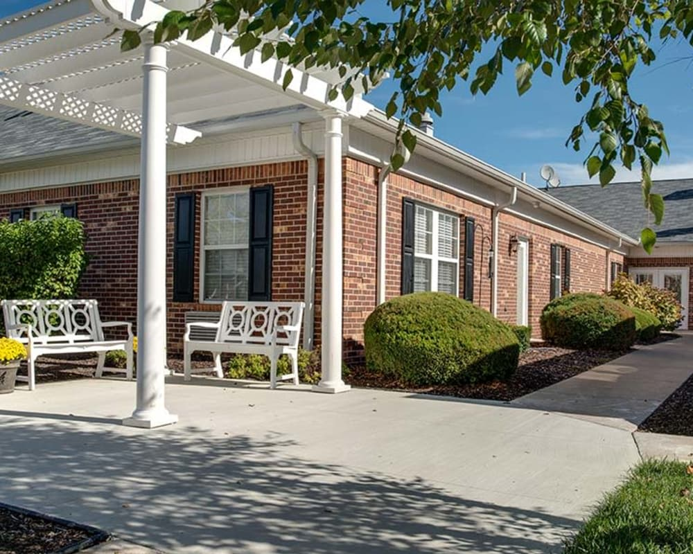 Covered outdoor seating at Chestnut Glen Senior Living in Saint Peters, Missouri