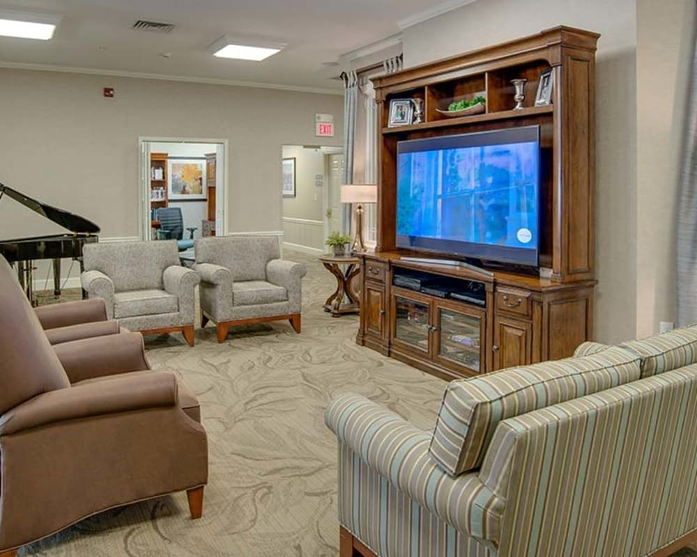 Cozy lounge area with a firplace at Chestnut Glen Senior Living in Saint Peters, Missouri