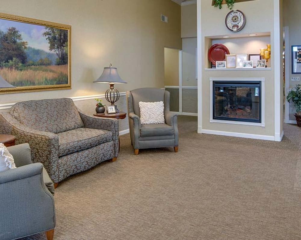 Cozy lounge area at Carrington Place in Pittsburg, Kansas