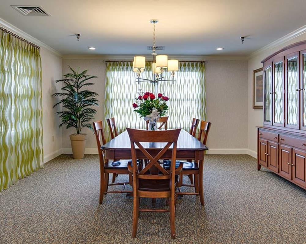 Well decorated dining area table at Bradford Court in Nixa, Missouri