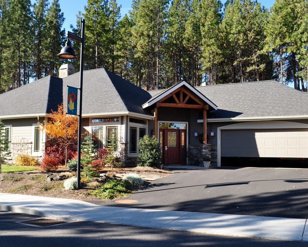 Independent living cottage exterior at Touchmark at Mount Bachelor Village in Bend, Oregon