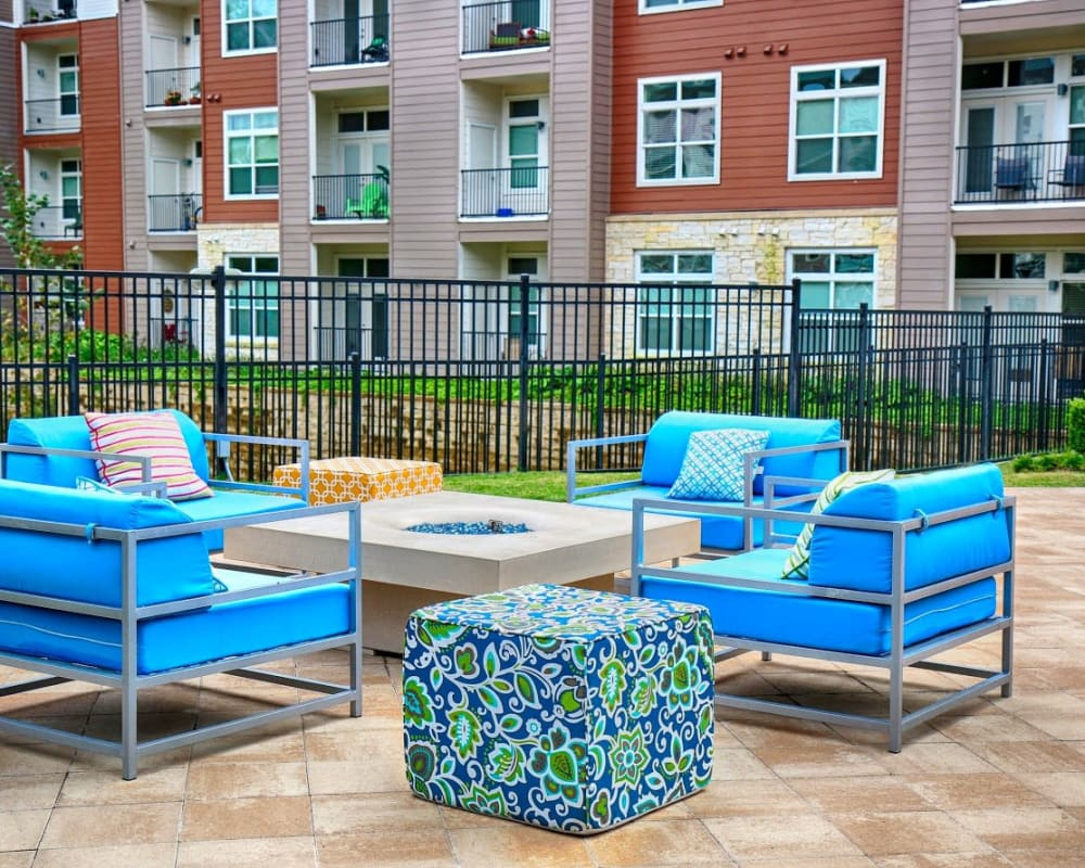 Outdoor patio furniture at Vargos on the Lake in Houston, Texas
