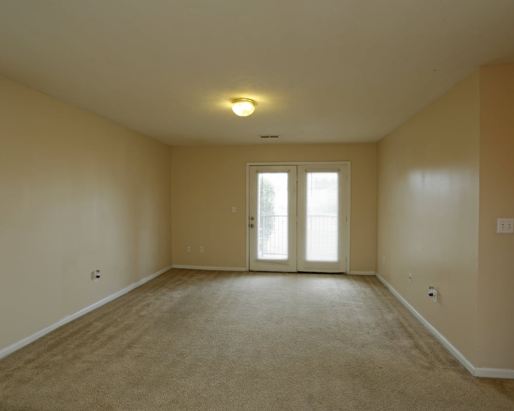 Spacious  living room with a doors to the balcony at Ashton Park Apartments in Gulfport, Mississippi