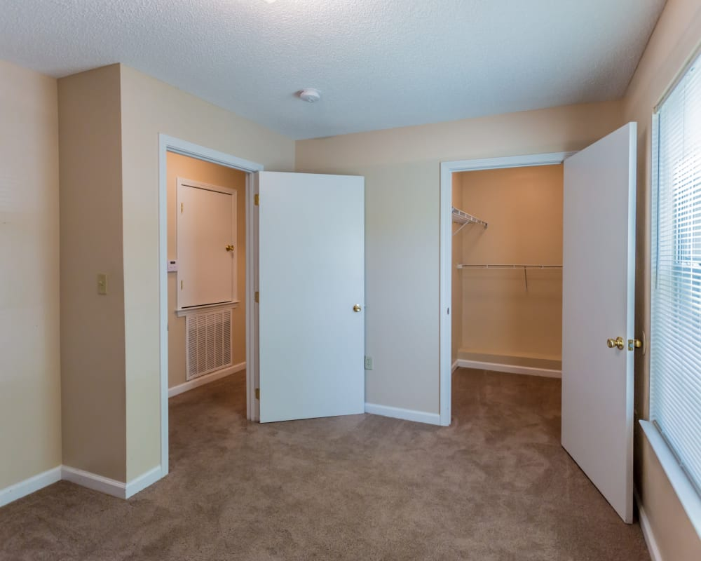 Spacious  bedroom with a closet at Park Ridge Apartments in Jackson, Tennessee