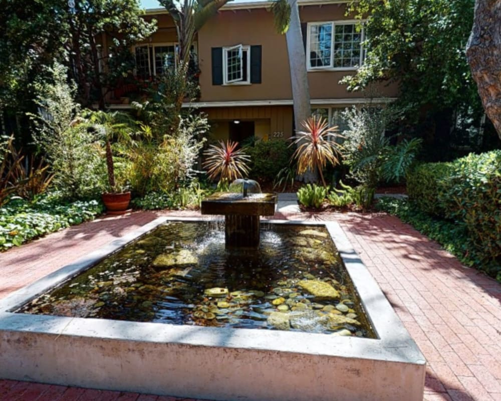 Take a virtual tour of our courtyard with a fountain at Sunset Barrington Gardens in Los Angeles, California