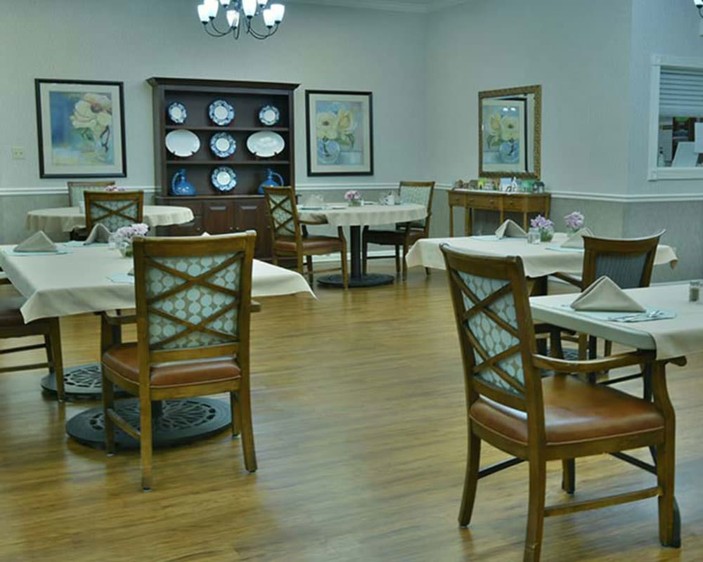 Well decorated dining area table at Spring Ridge in Springfield, Missouri