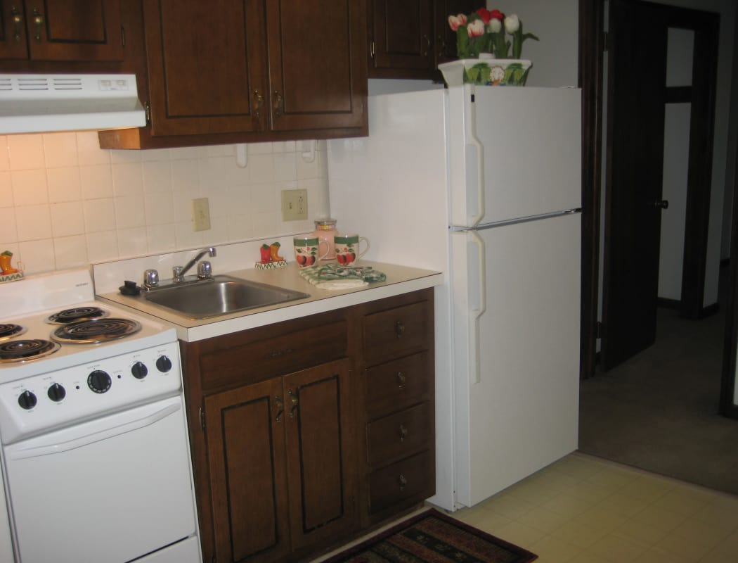 Van Deene Manor offers a well-equipped kitchen in West Springfield, MA