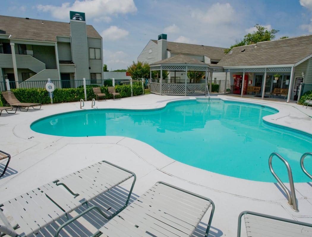 Resort-style swimming pool at Boulder Ridge in Tulsa, Oklahoma