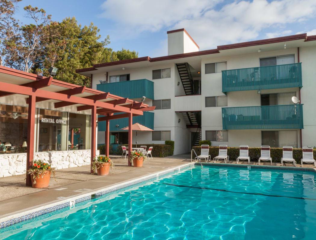 Del Coronado Apartments' community amenities in Alameda, California