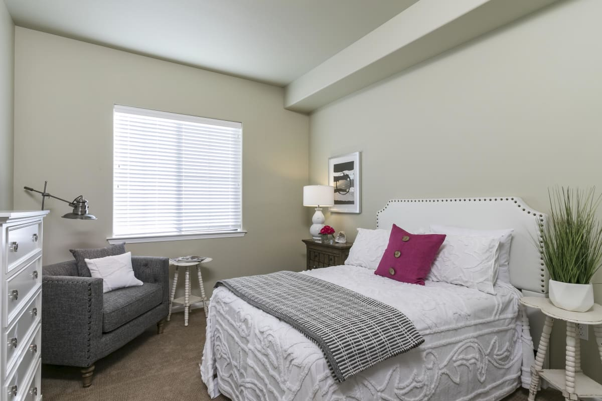 The Oaks at Nipomo offers a spacious bedroom in Nipomo, California