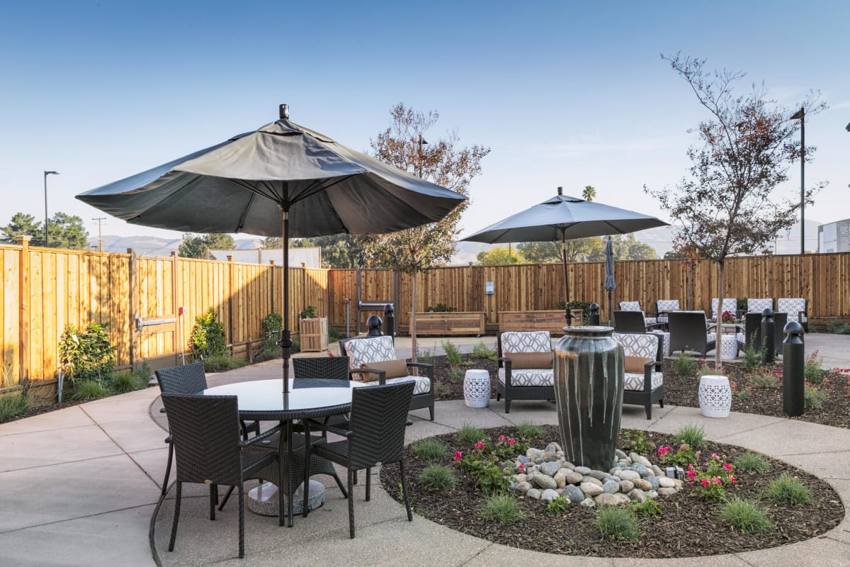 Outdoor dining tables at The Oaks at Nipomo in Nipomo, California