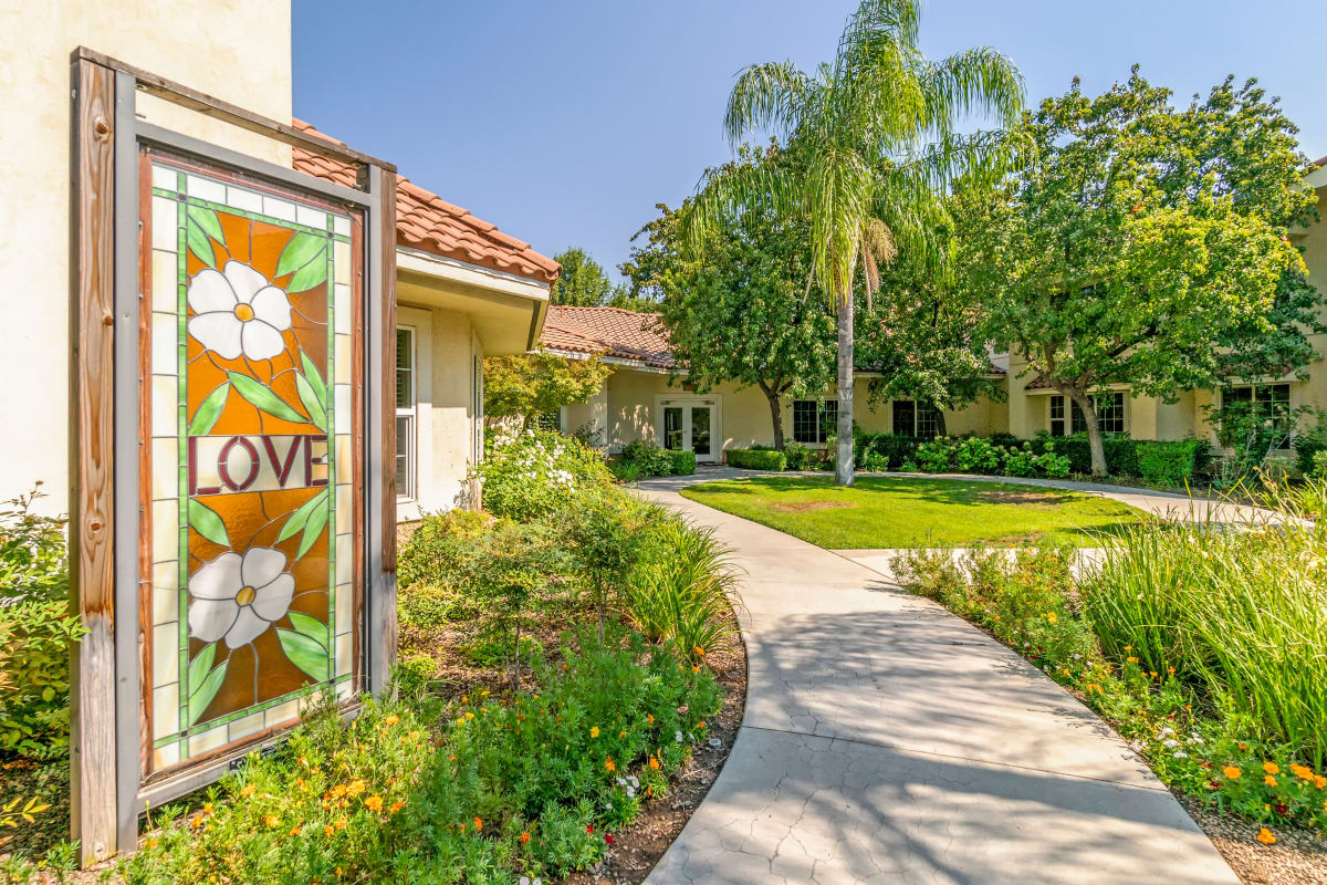 Welcome at Cottonwood Court in Fresno, California