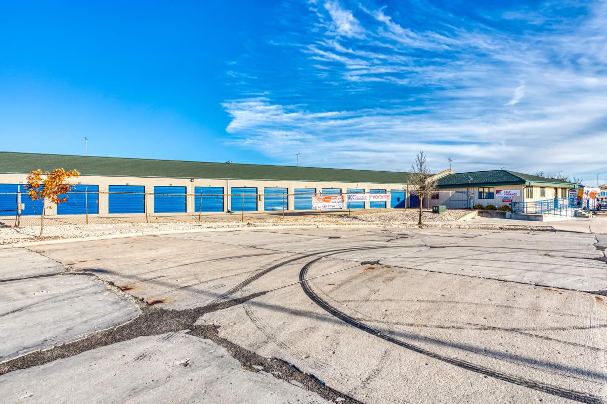 Large parking spaces at Devon Self Storage in Milwaukee, Wisconsin