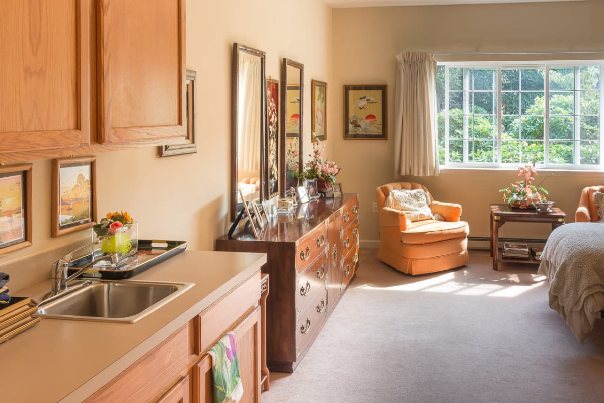Studio apartment with a kitchenette at South Pointe in Everett, Washington