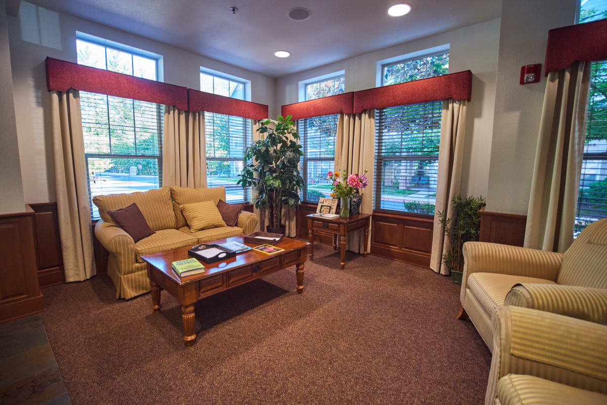 Lounge with tall windows and a warm atmosphere at Pioneer Village in Jacksonville, Oregon