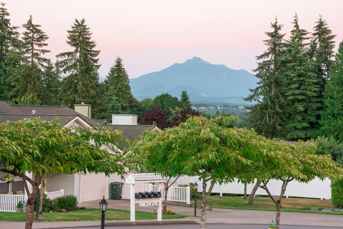 Lush green landscape surrounding Ashley Pointe in Lake Stevens, Washington