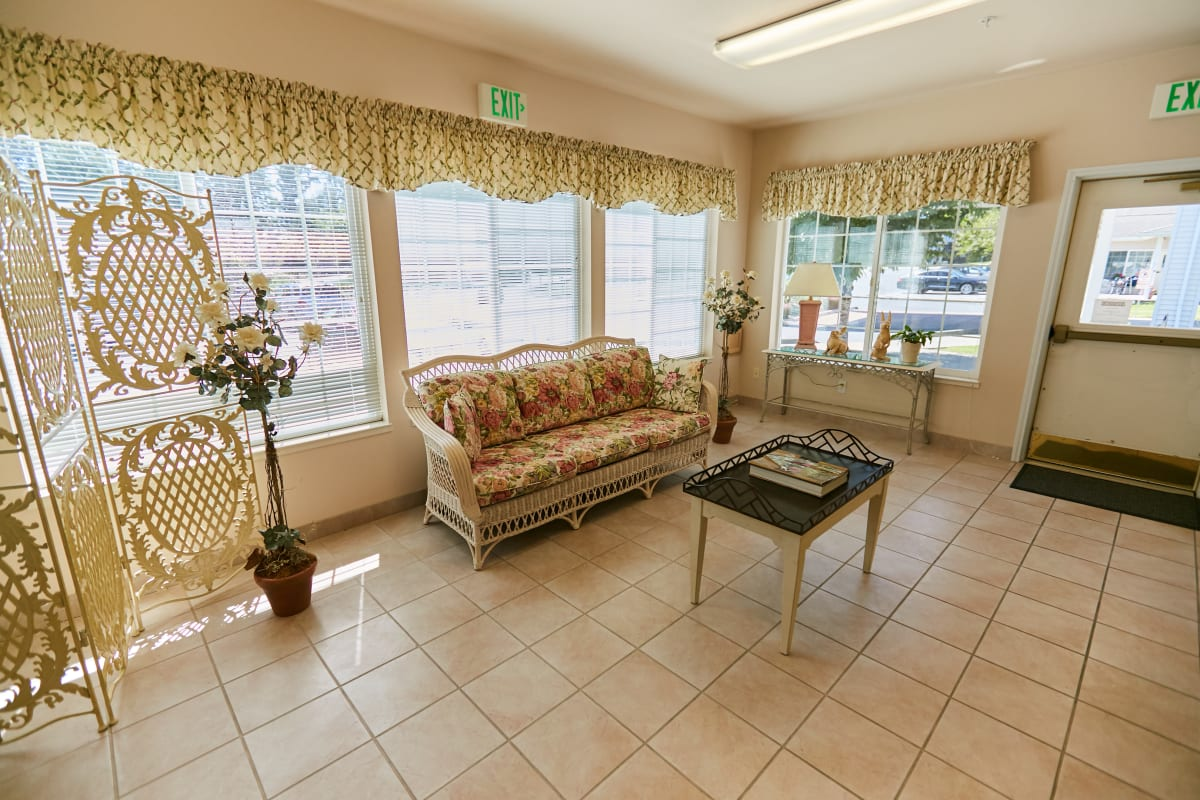 Sun room with a wicker couch at Ashley Pointe in Lake Stevens, Washington