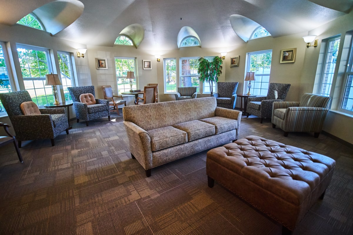 Large lounge with a vaulted ceiling and tall windows at Farmington Square Medford in Medford, Oregon