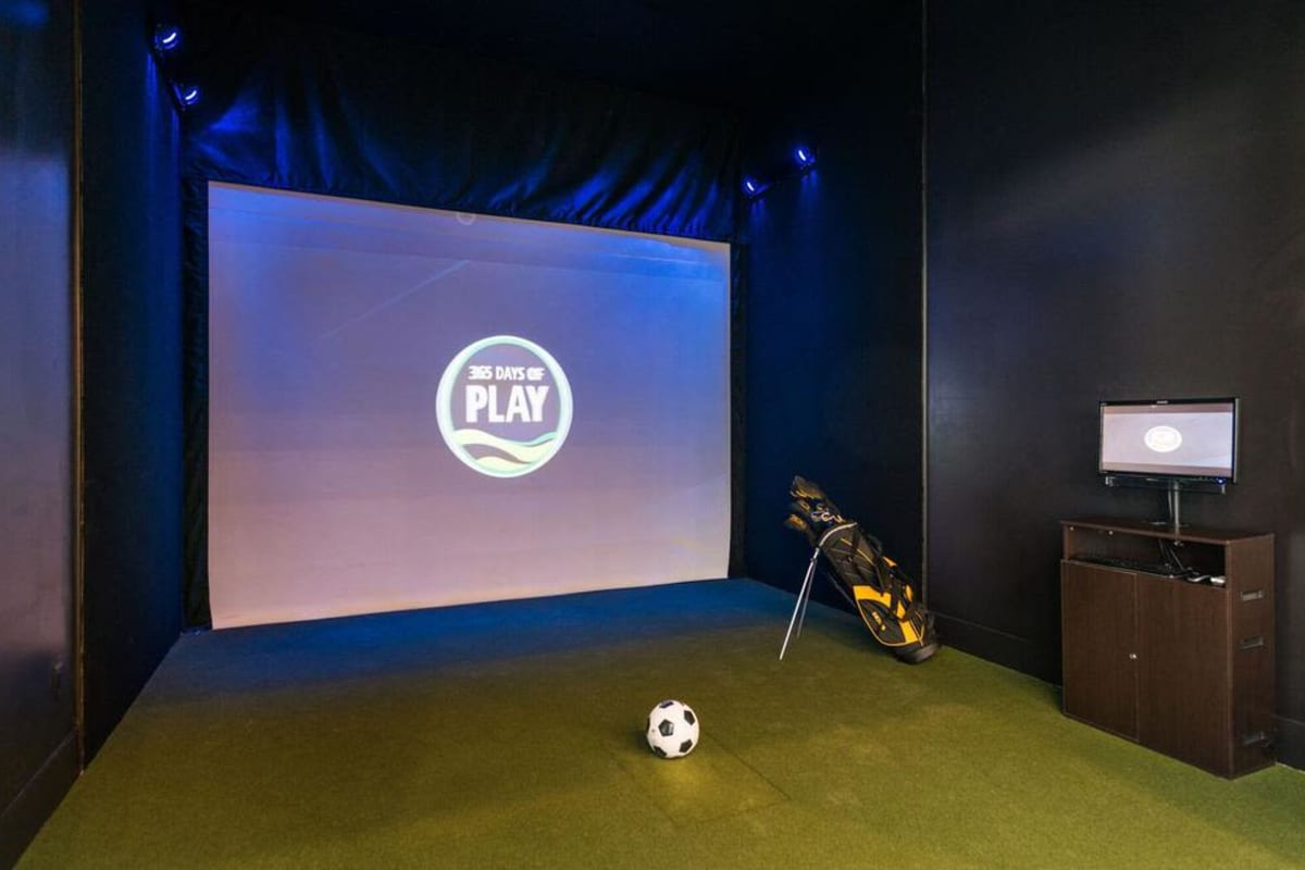 Our Apartments in Highlands Ranch, Colorado offer a Golf Simulator