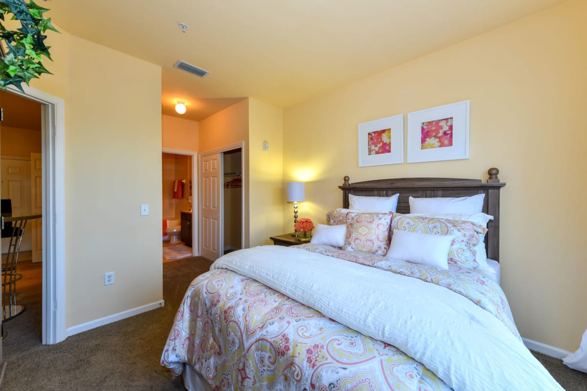 Well decorated bedroom at Courtney Isles in Yulee, Florida