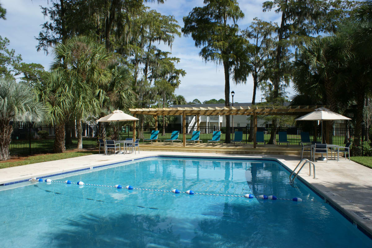 Resort-style swimming pool at The Kendall in Brunswick, Georgia